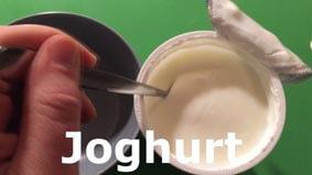 Für den Dip etwas Naturjoghurt