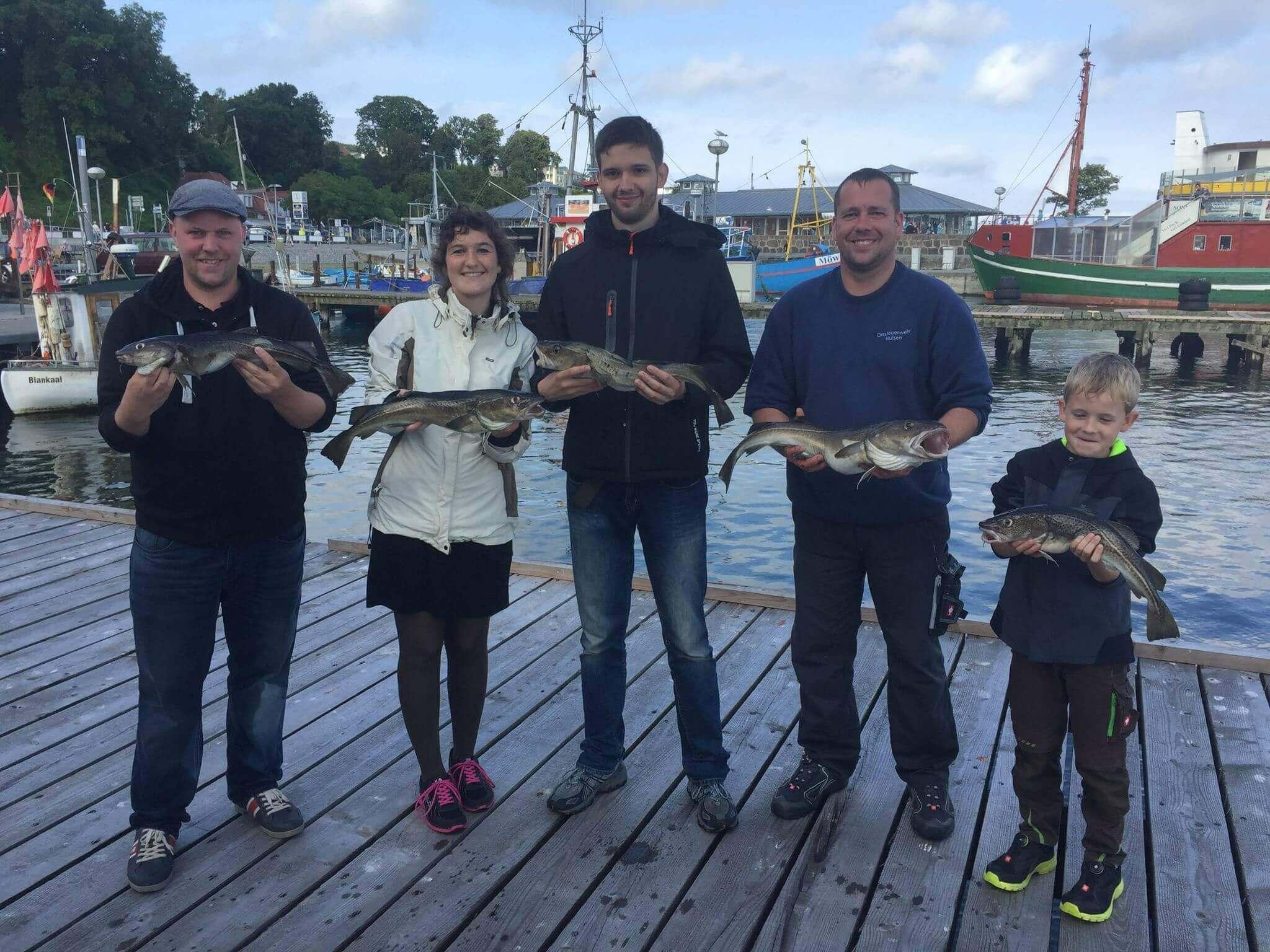 Angelseminar 2017: Alle Teilnehmer waren erfolgreich und präsentieren stolz ihre Fischfänge