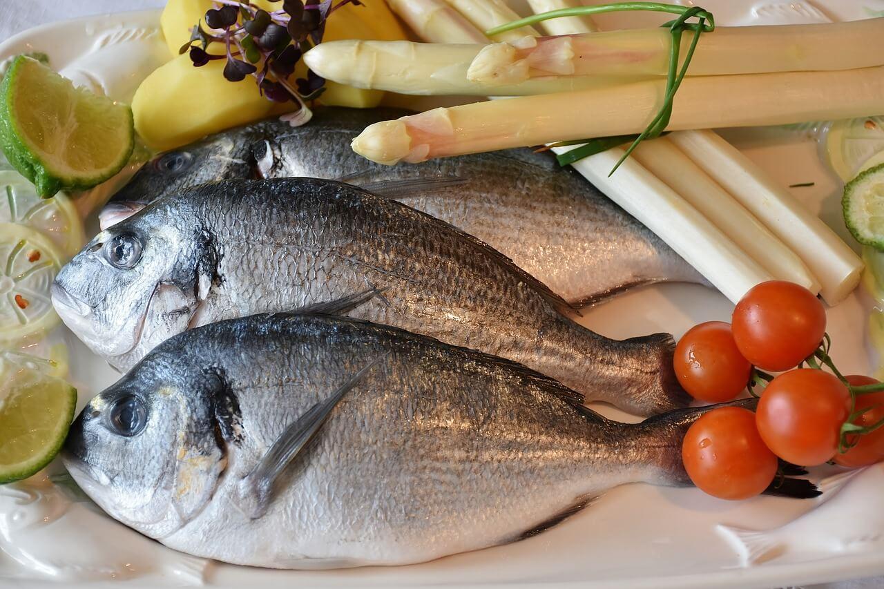 Traditionell wird an Ostern in Deutschland Fisch gegessen. Kafreitag ist der Tag des Fischessens. Frischen Fisch kanns du Dir hier online bestellen, kaufen und liefern lassen.