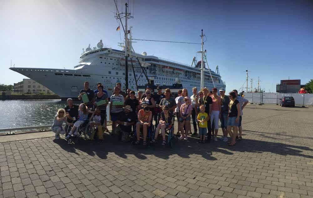 Gruppenbild der Helfer und Mitglieder von Myfishingday24 und der NCL Gruppe Deutschland e.V.